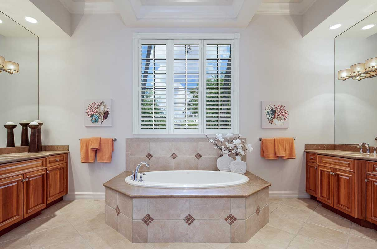 Terranova master bathroom staged by Naples Home Staging | Home Staging Services Southwest Florida